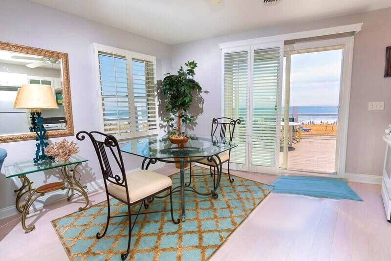 Dining area in the Oceanfront Sundeck unit
